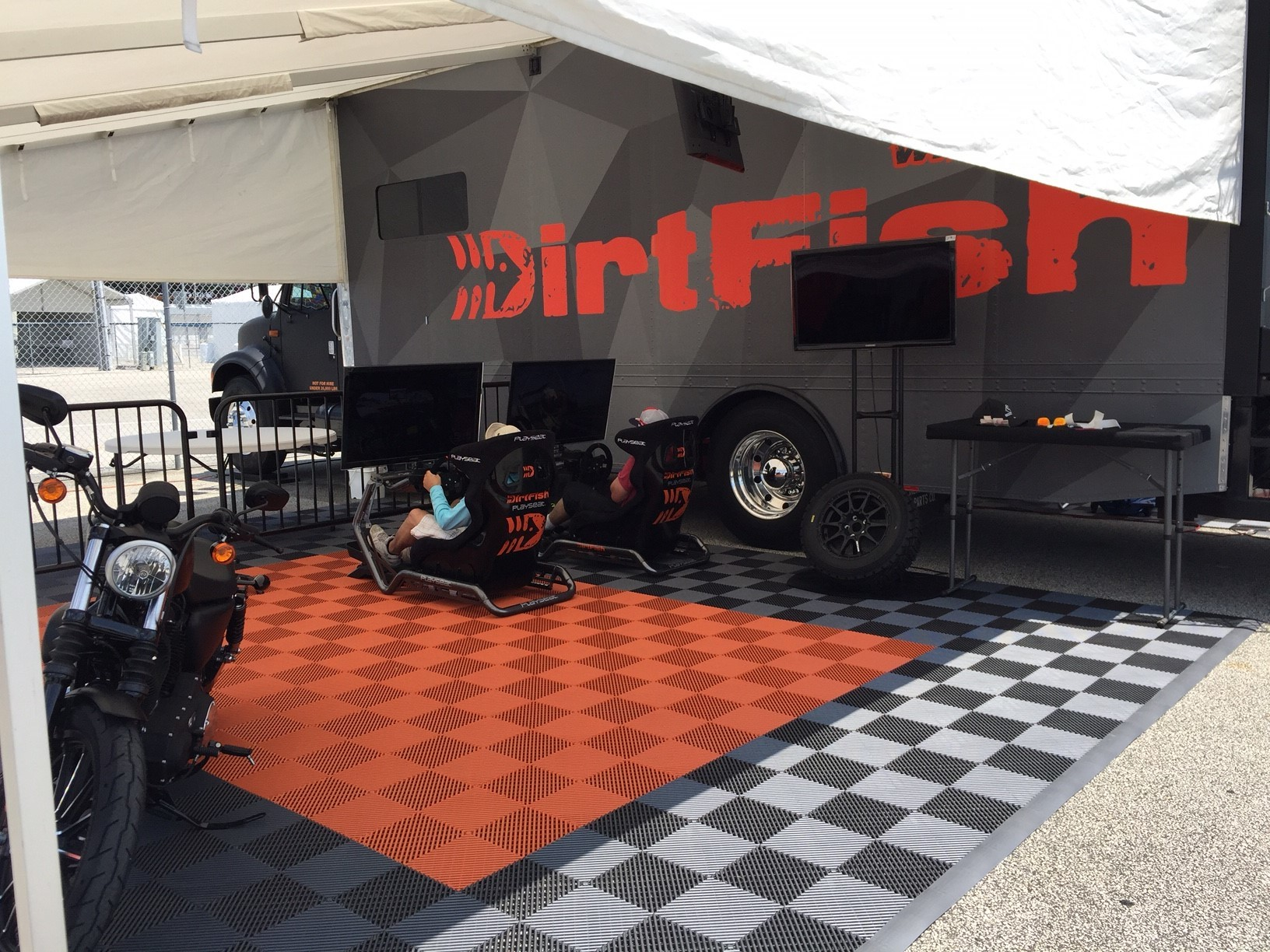 Playseat® Sensation Pro @ DirtFish stand